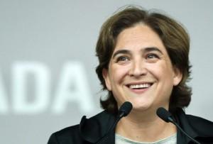 Ada Colau, sindaco di Barcellona al suo secondo mandato Suggerisce di eliminare la tratta di volo Barcellona-Madrid per i treni ad Alta velocità in modo da non inquinare.