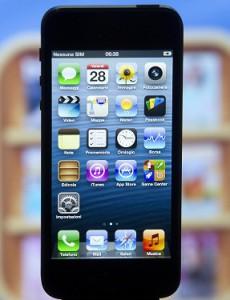 APPLE: IPHONE 5 ARRIVA IN ITALIA, CODE NONOSTANTE CRISI