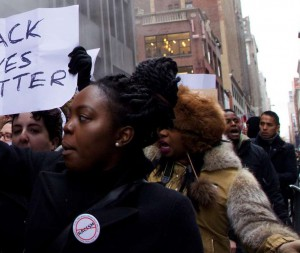 NY FERGUSON PROTESTERS EN ROUTE TO THANKSGIVING DAY PARADE