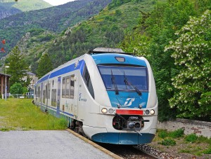 regional-train-1429842_960_720