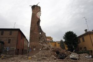 terremoto-in-emilia-campanile-crollato