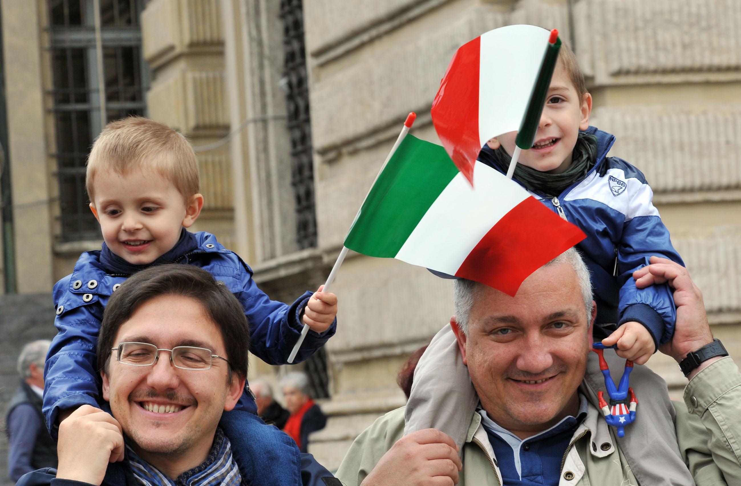 Nuovi italiani 400 mila in due anni lo ius soli non for Quanti sono i deputati italiani