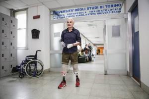 ultramaratoneta Roberto Zanda 6 mesi dopo l'incidente che l'ha costretto a l'amputazione di tutti e quattro gli arti tiene conferenza stampa