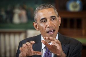 Barack Obama parla ai media durante un pranzo con i giovani