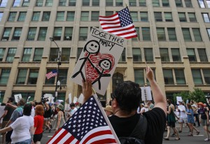 Migranti, 700 marce negli Usa contro la tolleranza zero di Trump