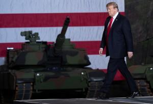 Trump visita l'unico stabilimento di produzione di carri armati rimasto negli Stati Uniti