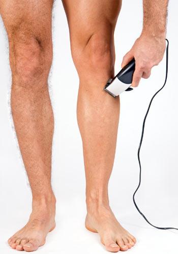 Risultati immagini per uomo che si depila le gambe