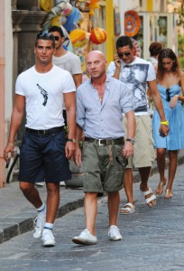 Dolce+Gabbana+dine+friends+G9OHhgVT-8Nl