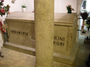 1Predappio,_cimitero_di_san_cassiano,_cripta,_tomba_di_anna_maria_mussolini_01