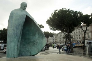 Piazza dei Cinquecento - inaugurazione del rifacimento del monumento a Papa Giovanni Paolo II