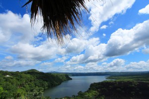 La Laguna di Masaya tra una vegetazione lussureggiante