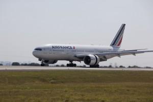 Il Boeing 777-300  di Air France in rotta da Parigi a San Josè ha  una capacità di 468 posti: 14 in classe Business, 32 in Premium Economy e 422 in Economy.  Foto Air France