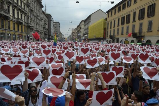 Gay: Pisapia sul palco a fine manifestazione a Milano